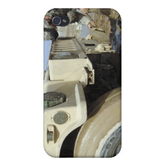 Soldier unties a rope to tow a humvee iPhone 4/4S case