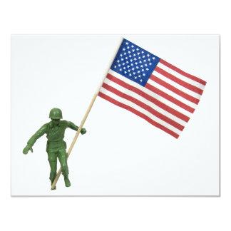 """SoldierAmericanFlag072509 Invitación 4.25"""" X 5.5"""""""