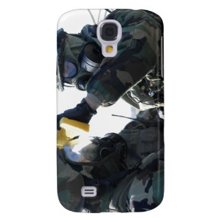 Soldiers help each other samsung s4 case