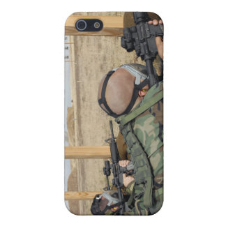 Soldiers sight M-4 rifles down range Case For iPhone SE/5/5s