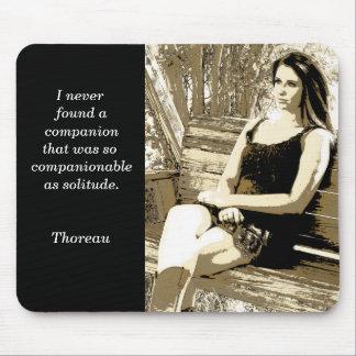 Soledad - cita de Thoreau - cojín de ratón Mouse Pads