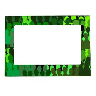 Solidarity magnetic frame