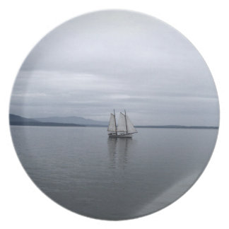 Solitary Sail Plate