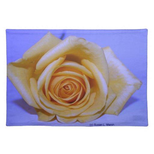 Solo azul color de rosa amarillento teñido manteles individuales