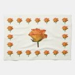 Solo color de rosa anaranjado toallas de cocina