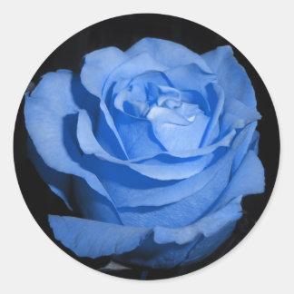 Solo color de rosa azul pegatina redonda