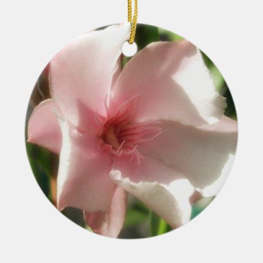 Solo Oleander rosado 2 Adorno Navideño Redondo De Cerámica