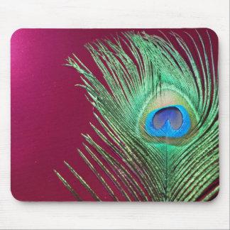 Solo pavo real con los productos rosados oscuros mouse pad