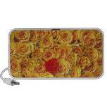 Solo rojo en rosas amarillos de la cama portátil altavoz