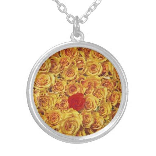 Solo rojo en rosas amarillos de la cama grimpolas personalizadas