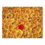 Solo rojo en rosas amarillos de la cama invitación 10,8 x 13,9 cm