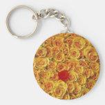Solo rojo en rosas amarillos de la cama llaveros personalizados