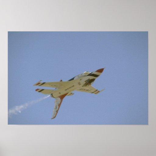 Solo Thunderbird que vuela upside-down Poster