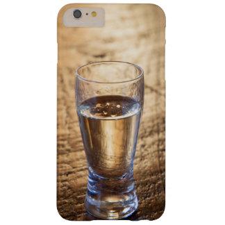 Solo tiro del Tequila en la tabla de madera Funda De iPhone 6 Plus Barely There