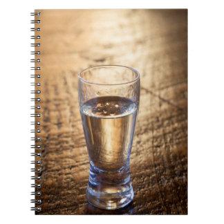 Solo tiro del Tequila en la tabla de madera Note Book