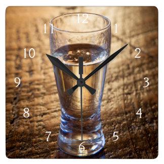 Solo tiro del Tequila en la tabla de madera Reloj Cuadrado