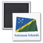 Solomon Island que agitan la bandera con nombre Imán Cuadrado