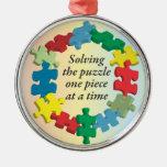 Solucionar el ornamento del arco iris del rompecab adorno de navidad