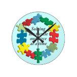 Solucionar el reloj de pared azul del rompecabezas