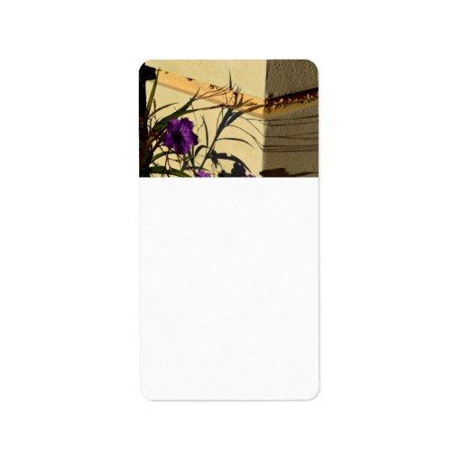 sombra de la flor en petunia mexicana púrpura del  etiqueta de dirección