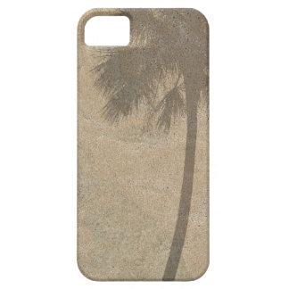 Sombra de la palmera en las palmas del fondo de la iPhone 5 Case-Mate carcasa