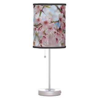 Sombra de lámpara rosada de las flores de cerezo
