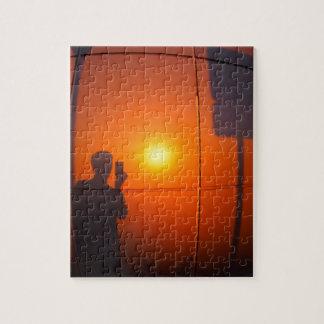Sombra Defocused y borrosa del hombre Puzzle