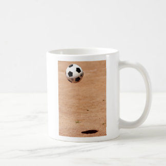 Sombra del balón de fútbol taza