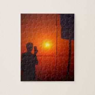 Sombra del hombre que fotografió la señal de rompecabezas