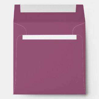 Sombra del marrón femenino púrpura sobre