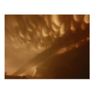 Sombra en las nubes postal