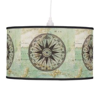Sombra náutica antigua del compás y de lámpara del