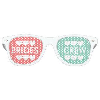 Sombras coralinas del fiesta del bachelorette del gafas de sol