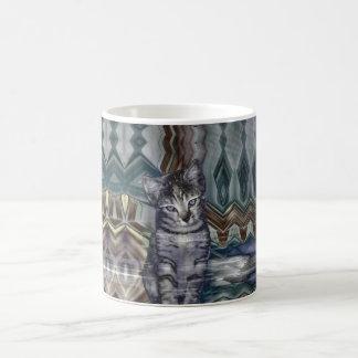 Sombras de la matriz 50 del gatito del gris taza clásica