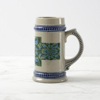 Sombras de los rosas, verdes y azules, repetidas tazas de café