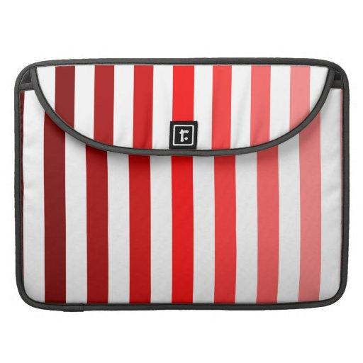 Sombras de rayas rojas en blanco funda para macbooks