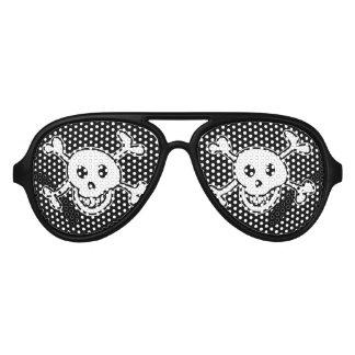 Sombras del cráneo del pirata y del fiesta de los lentes de fiesta