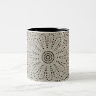 Sombras del diseño gris del modelo del fractal taza de dos tonos
