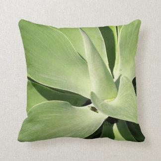 Sombras naturales de la almohada verde