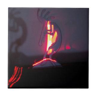 Sombras y fuego de Kokopelli Azulejos Cerámicos