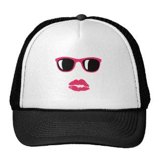 Sombras y máscara de los labios gorro de camionero