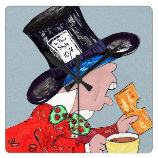Sombrerero enojado con la taza de té y el reloj cuadrado