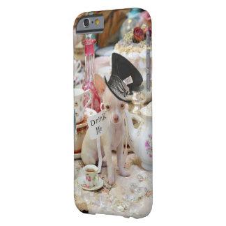 Sombrerero enojado de la chihuahua funda para iPhone 6 barely there