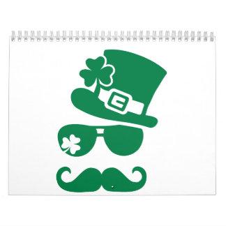 Sombrero de copa irlandés de las gafas de sol del calendario de pared