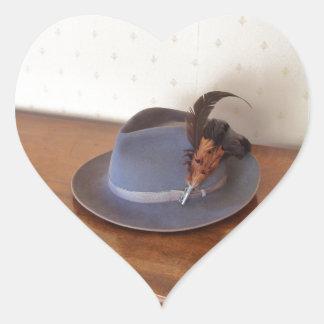 Sombrero flexible italiano del vintage con las pegatina en forma de corazón