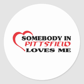 Somebody in Pittsfield loves me t shirt Round Sticker