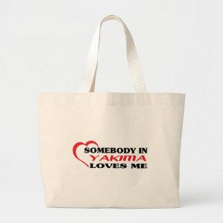Somebody in Yakima loves me t shirt Bag