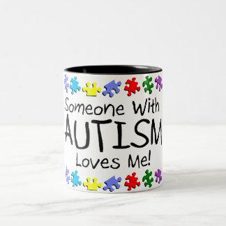 Somone con autismo me ama (los PP) Taza Dos Tonos