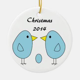 """¡""""Somos Eggspecting! """"Ornamento del navidad Adorno Navideño Redondo De Cerámica"""
