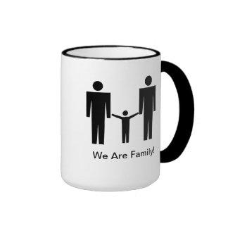 """¡""""Somos familia! """" Taza De Dos Colores"""